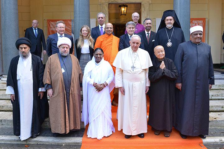 Amma signe la Déclaration Universelle des Chefs Religieux contre  l'Esclavage – ETW France – Amma
